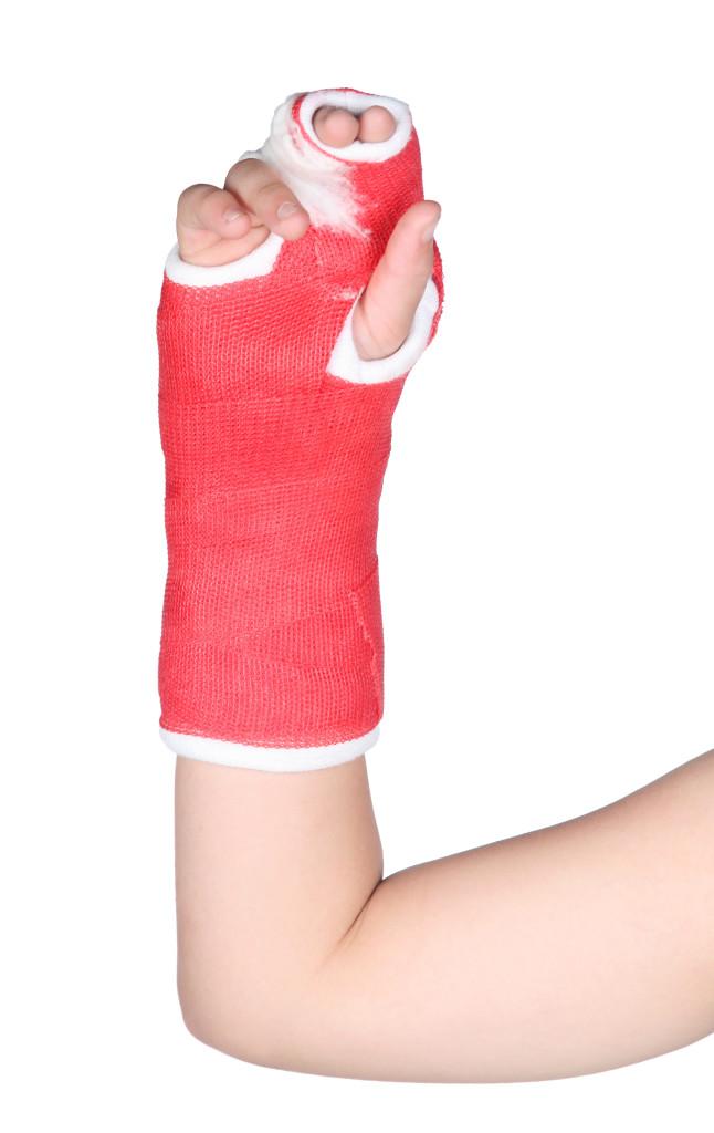child with broken arm, cast, urgent care